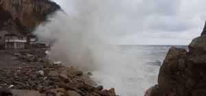 Bartın'da şiddetli fırtına hayatı olumsuz etkiliyor