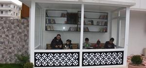 """Servis bekleyen çocukları için """"kütüphane durak"""""""