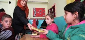 Üniversitelilerden köy okullarındaki öğrencilere yardım