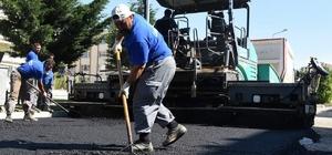 Yeni Mahalle'de asfalt mesaisi sürüyor