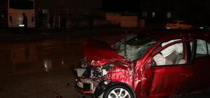 Erzincan'da otobüs ile otomobil çarpıştı: 4 yaralı