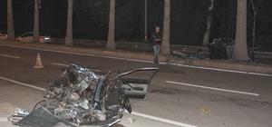 Kaza yapan otomobil ikiye ayrıldı