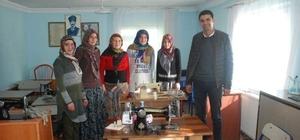 Aslanapa'da 7 köyde 200 kişi kurs görüyor