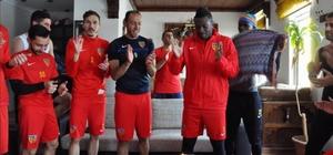 Asamoah Gyan 32. yaş gününü takım arkadaşları ile kutladı