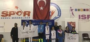 Kağıtsporlu eskrimci Trabzon'dan bronz madalya ile döndü