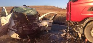 Uşak'ta kamyonla çarpışan otomobilin sürücüsü hayatını kaybetti