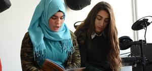 Öğrenciler, şehit öğretmen Yalçın için şiir yazdı