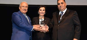 Mersin Büyükşehir Belediyesi'ne 'mükemmellikte 4 yıldız' belgesi