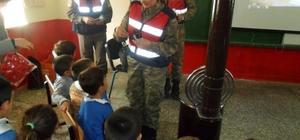 Tokat'ta köy okulu öğrencilerine trafik eğitimi