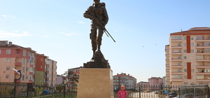 Kapaklı'ya Ömer Halisdemir heykeli