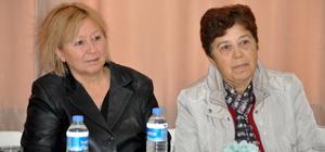 Emekli öğretmenler üniversite öğrencilerine tecrübelerini anlattı