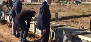 Kaymakam Şahin, 'Kapalı Sentetik Yüzeyli Futbol Sahası' inşaatını inceledi