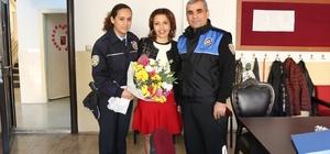 Polisler, şehit eşi öğretmeni unutmadı