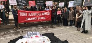TKB Sakarya Şubesi kadına şiddeti protesto etti