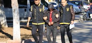 """GÜNCELLEME - Adana'da motosikletli """"kapkaç""""  kamerada"""