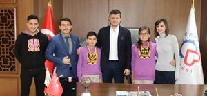 Öğrenciler projelerini Başkan Akay'a tanıttı