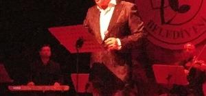 Ahmet Özhan en güzel parçalarını öğretmenler için seslendirdi