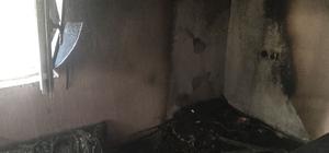 Dargeçit'te çıkan yangında ev yandı, 1 kişi dumandan zehirlendi.