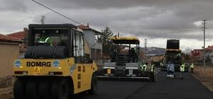 Başkan Çelik, Tomarza'da asfaltlama çalışmalarına katıldı