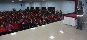 Üniversite adaylarına 'terör' konferansı