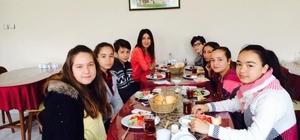 Gazimihal Ortaokulu öğrencileri kahvaltıda buluştu