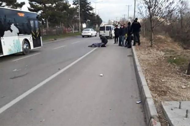 Otomobilin çarptığı anne öldü, 2 çocuğu yaralandı