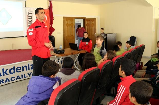 Akdeniz Belediyesi'nde 'Deprem ve Afet Bilinçlendirme' semineri