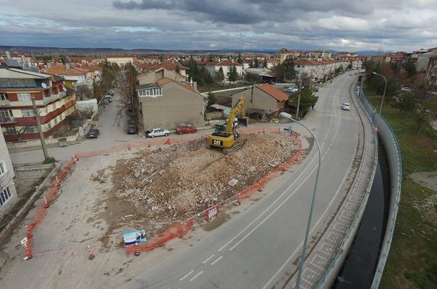 Kütahya'da trafik problemi oluşturulan bina kamulaştırılarak yıkımı gerçekleştirildi