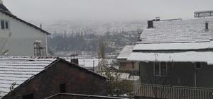 Çelikhan'da kar yağışı başladı