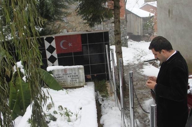 Giresun'un Espiye ilçe kaymakamı şehit ailelerini ziyaret etti. Mehmetçik ile yemekte buluştu