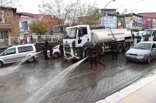 Muş'ta yol yıkama çalışması