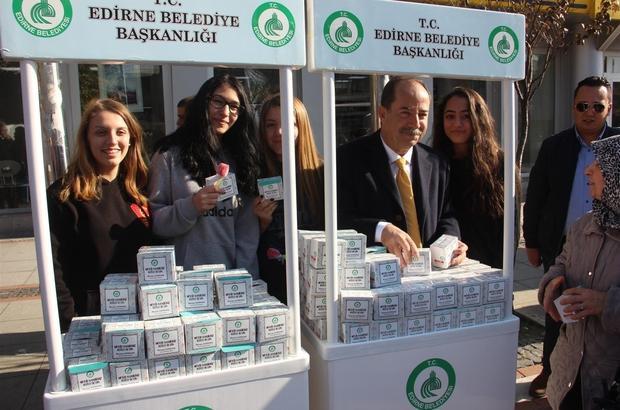 Edirne Belediyesi 10 bin kutu kandil simidi dağıttı