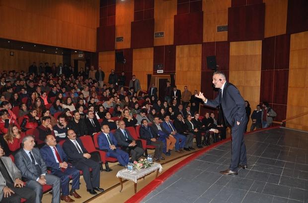 Bekir Develi Tunceli'de öğrencilerle buluştu