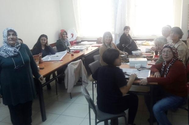 Burhaniyeli kadınlar tel ve çivilerle resim yapmayı öğreniyor
