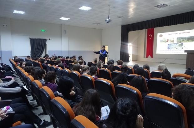 Polis öğrencileri siber suçlara karşı bilgilendirdi