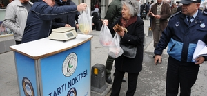 Gaziosmanpaşa'da zabıtalardan pazar denetimi