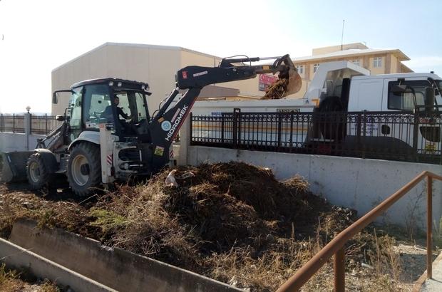 Su kanalındaki temizlik çalışmasıyla öğrenciler güvene alındı
