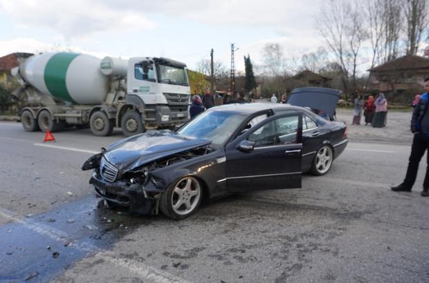 Sakarya'da iki otomobil kafa kafaya çarpıştı: 1 yaralı