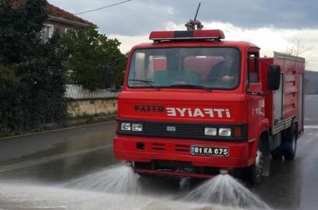 Akçakoca'da caddeler gül suyu ile yıkandı