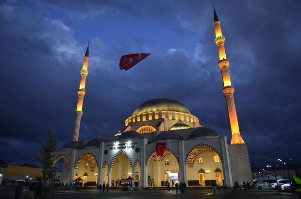 Kayseri'de Selimiye Camisi'nin benzeri 10 bin kişilik cami açıldı