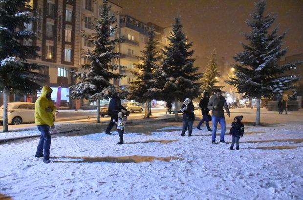 Kars'ta kar yağışı eğlenceye dönüştü