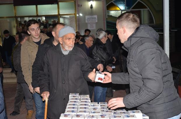 Bozüyük Belediyesi 12 bin kandil simidi dağıttı