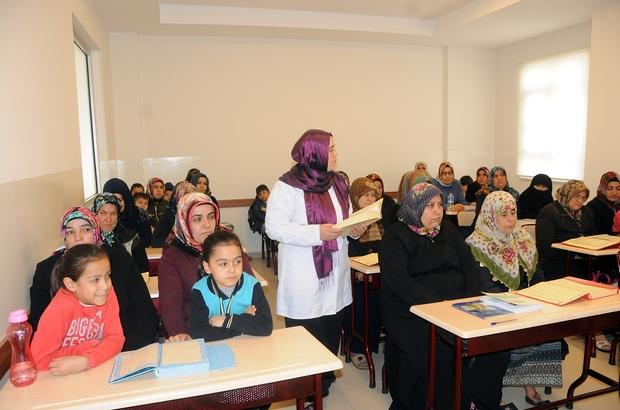 Kadınlar Kur'an-ı Kerim öğreniyor