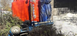 Tarım aracı ile kamyon çarpıştı: 1 yaralı