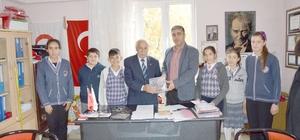 Besni'de öğrencilerden depremzedelere yardım