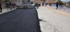 Bismil'de sıcak asfalt çalışması devam ediyor