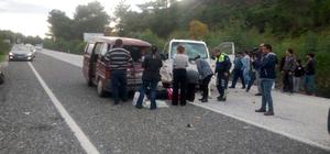 Muğla'da minibüsle kamyonet çarpıştı: 6 yaralı