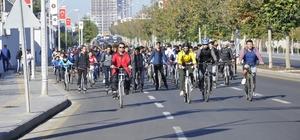 Diyarbakır'da yüzlerce bisikletli engelliler için pedal çevirdi