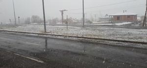 Tuzluca'da mevsimin ilk karı yağdı