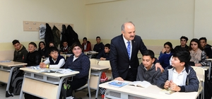 ali Çakacak Şehit İlker Karter Mesleki ve Teknik Anadolu Lisesi'ni ziyaret etti